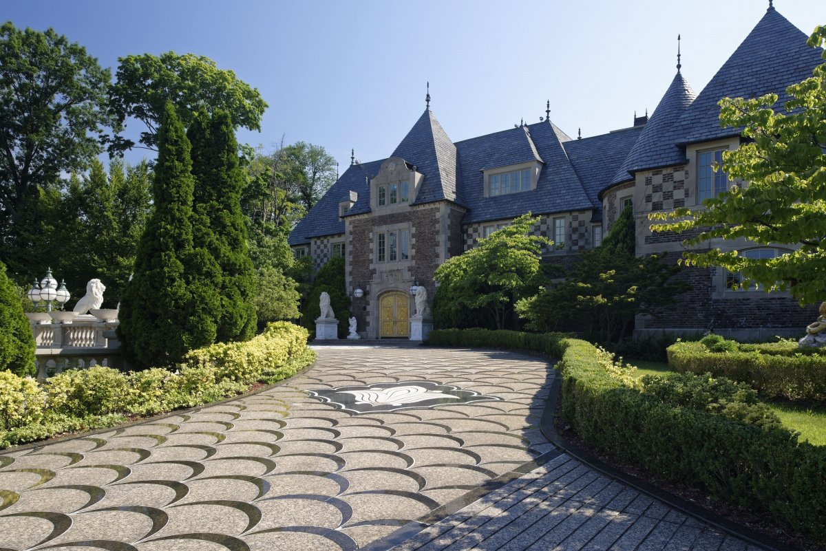 Gatsby like long island mansion for sale for 100 million Great gatsby house tour