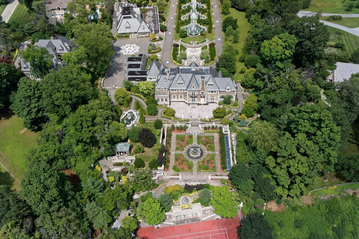 Gatsby like long island mansion for sale for 100 million for Long island estates for sale